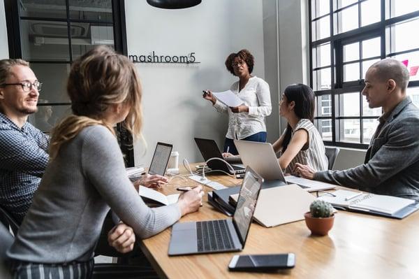 brainstorming-colleagues-communication-1374363